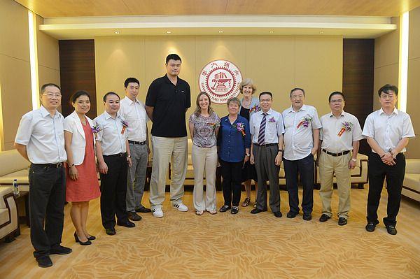 berkeley的女子篮球队当日抵达上海